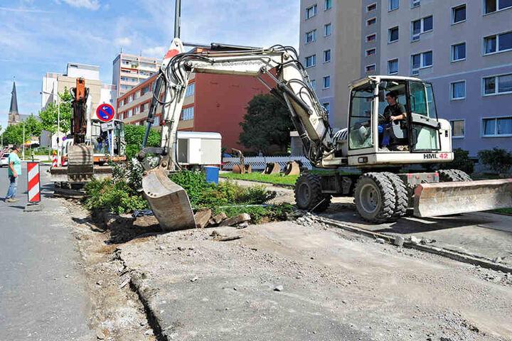 Die Katharinenstraße in der Zwickauer City ist derzeit ein Engpass. Gehweg,  Parkflächen und Straßenlaternen werden erneuert