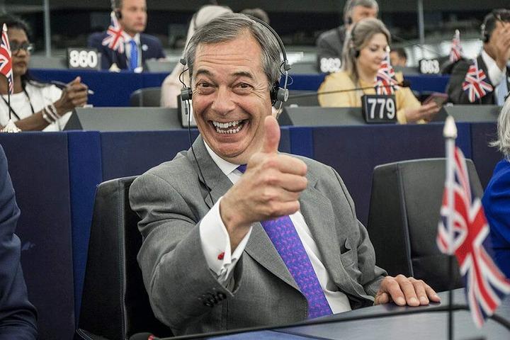 Brexit-Parteiführer Nigel Farage zeigte sich in der ersten Sitzung mit bester Laune.