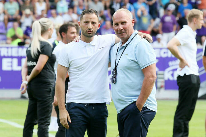 Ex-Aue-Coach Domenico Tedesco und FCE-Präsident Helge Leonhardt (r.).