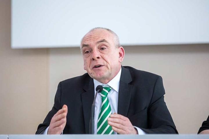 Der Chef des Sächsischen Lehrerverbandes, Jens Weichelt (54).