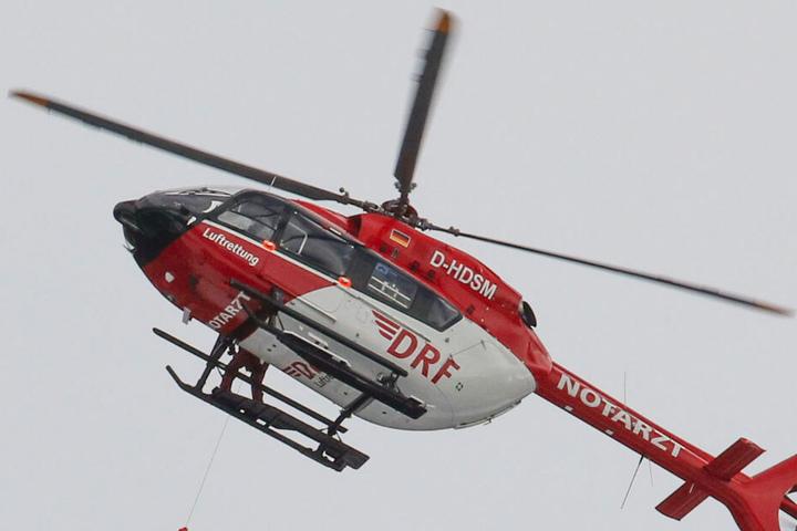 Der Mann wurde noch mit einem Rettungshubschrauber in eine Klinik geflogen, verstarb kurze Zeit später dort. (Symbolbild)