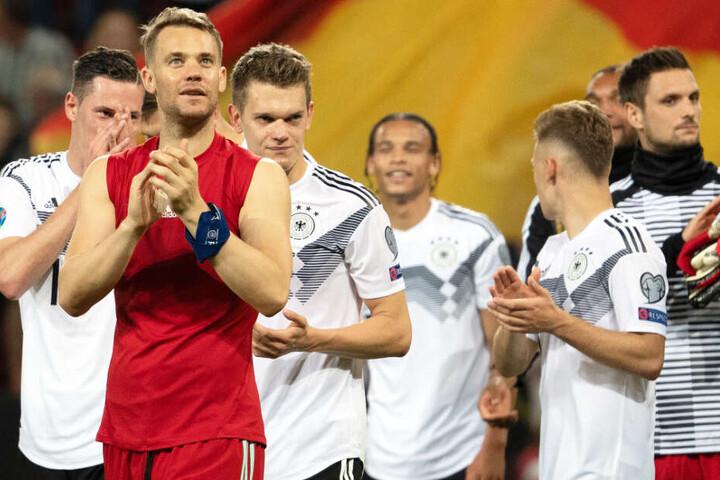 Manuel Neuer (2.v.l.) und die Spieler der Nationalmannschaft hatten zuletzt Grund zum Feiern.