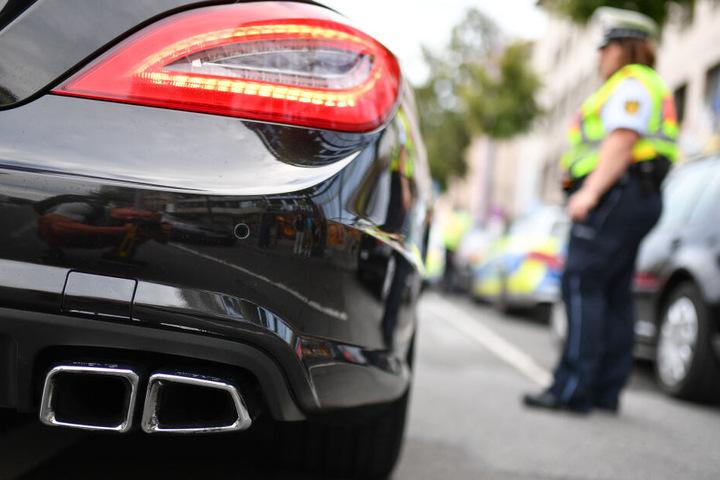 Seit einigen Jahren beschäftigen Autoposer die Polizei in Hamburg. (Symbolbild)