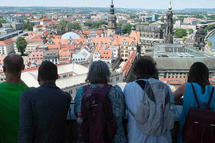 """Das """"Aaah..."""" """"Oooh..."""" eines Dresden-Besuchs: Der Blick von der Frauenkirche auf die Altstadt."""