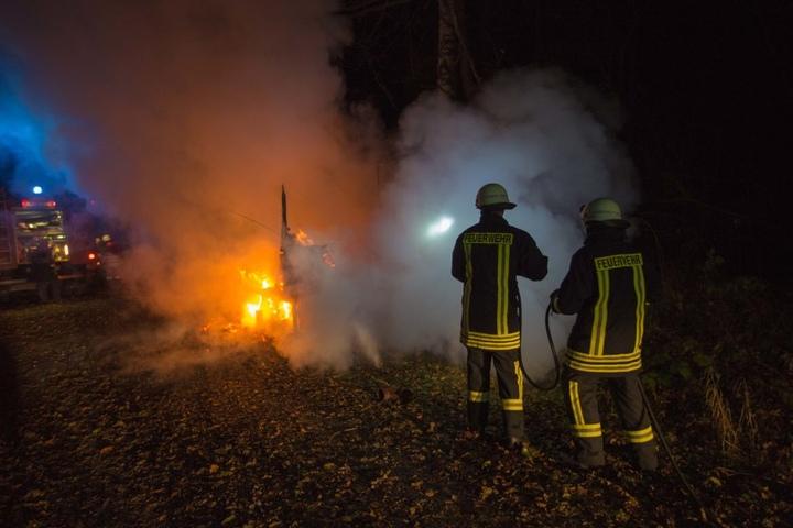 Die Feuerwehr geht von Brandstiftung aus.