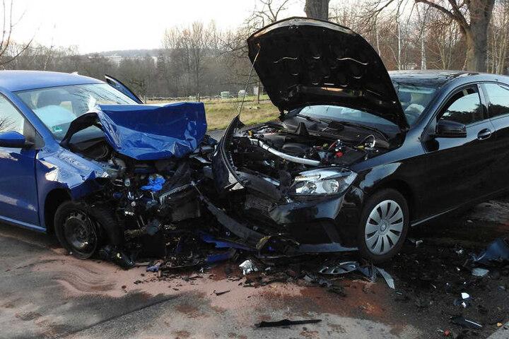 Beide Fahrer kamen verletzt ins Krankenhaus.