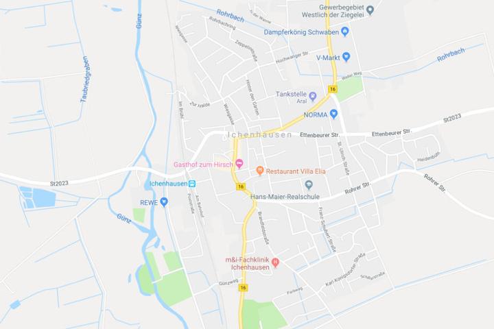 In Ichenhausen hat ein Auto beim Abbiegen einen Schulbus übersehen, es kam zum Unfall.