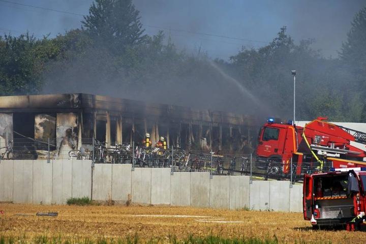 Warum das Feuer im Gebäude ausbrach, ist noch unklar.