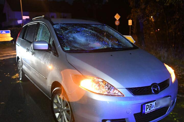 Die Frontscheibe des Mazda wurde bei dem Unfall komplett zerstört.