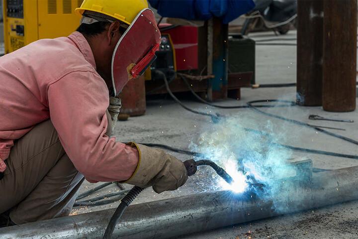 Oft landen hoch qualifizierte Bewerber auf dem Bau.