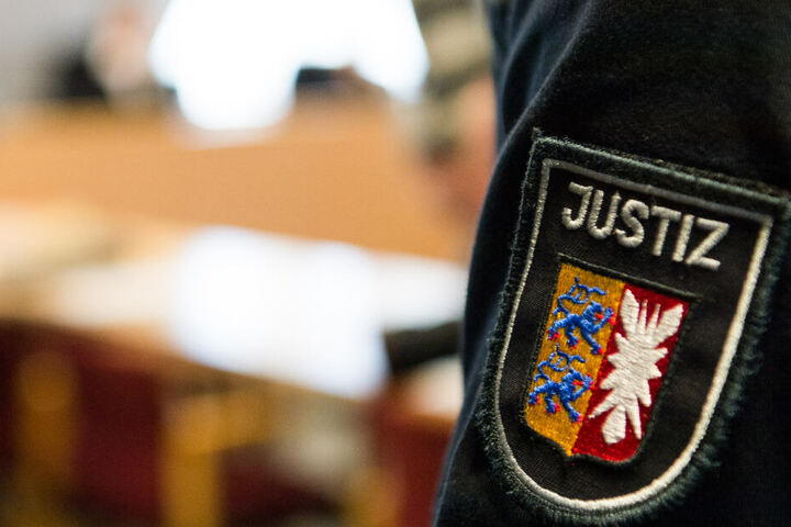 Der Angeklagte muss sich vor dem Kieler Landgericht verantworten.