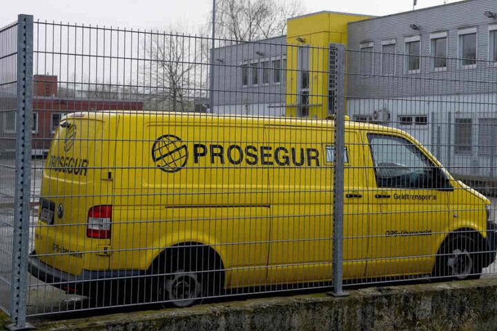 Die beiden Täter luden 2,4 Millionen Euro aus einem Geldtransporter um (Archivbild).