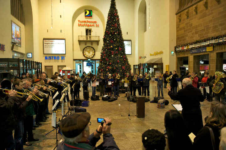 Die Feier im vergangenen Jahr: Dieses Jahr wird die Bahnhofshalle noch leerer sein.