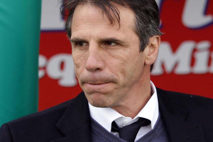 Der Co-Trainer des FC Chelsea, Gianfranco Zola, will den Youngster nicht ziehen lassen. (Archivbild)