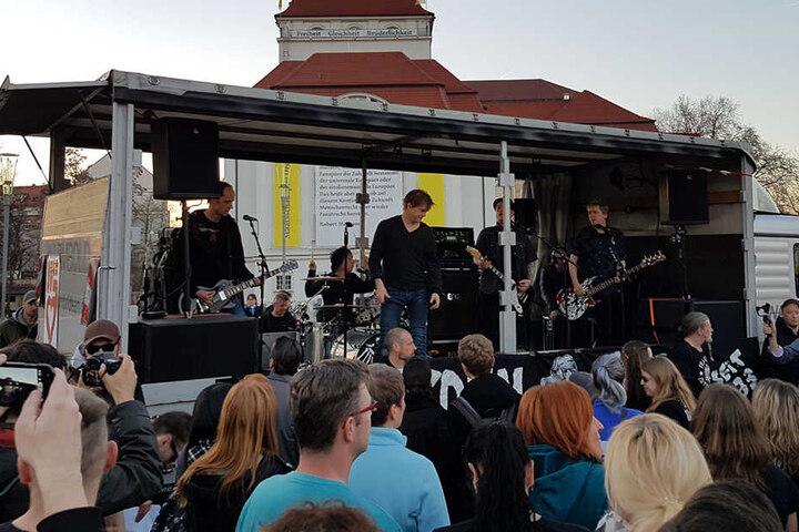 Die Toten Hosen treten bei Anti-Pegida-Demo in Dresden auf