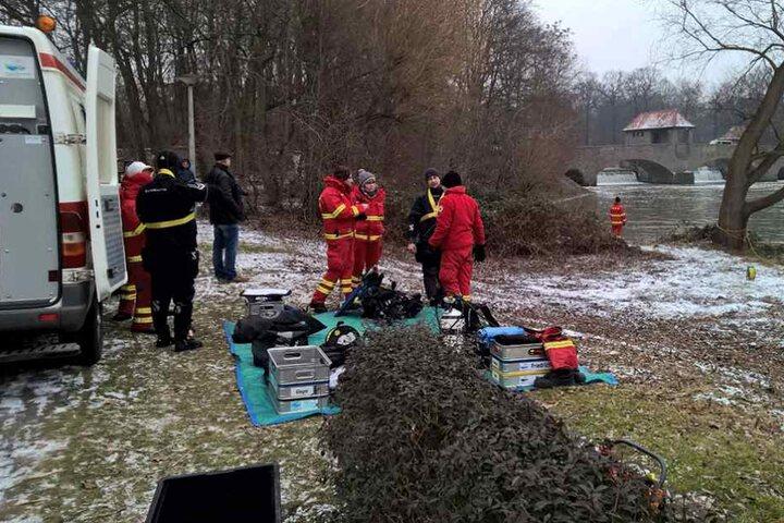 """Auch aus dem Bezirk """"Obere Elbe"""" sind Spezialkräfte der DLRG nach Leipzig gekommen."""
