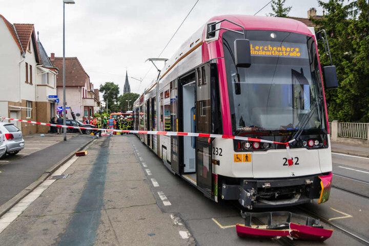 Der Tram-Fahrer kam mit leichten Verletzungen davon.
