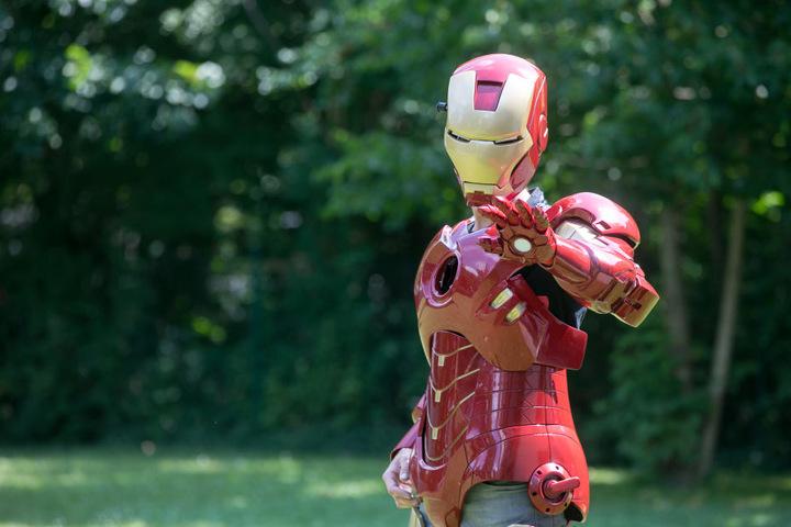 Täuschend echt, sieht der selbstgebaute Iron-Man-Anzug vom Dresdner Karosseriebauer aus.