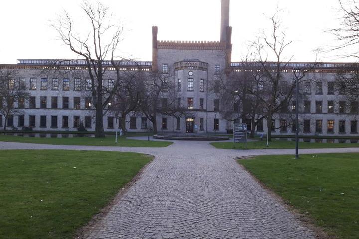 In der Ravensberger Spinnerei, kurz Raspi, findet am Sonntag die erste Bielefelder Kunstdruckmesse statt.