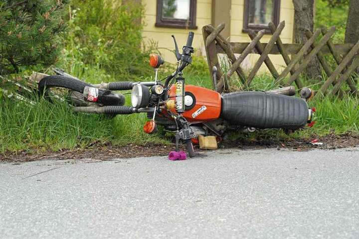 Der Fahrer des Krads wurde schwer verletzt.