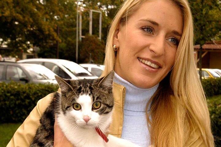 Die Sängerin besucht regelmäßige Tierheime. Sie selbst hat auch einen Stubentiger wie diesen.