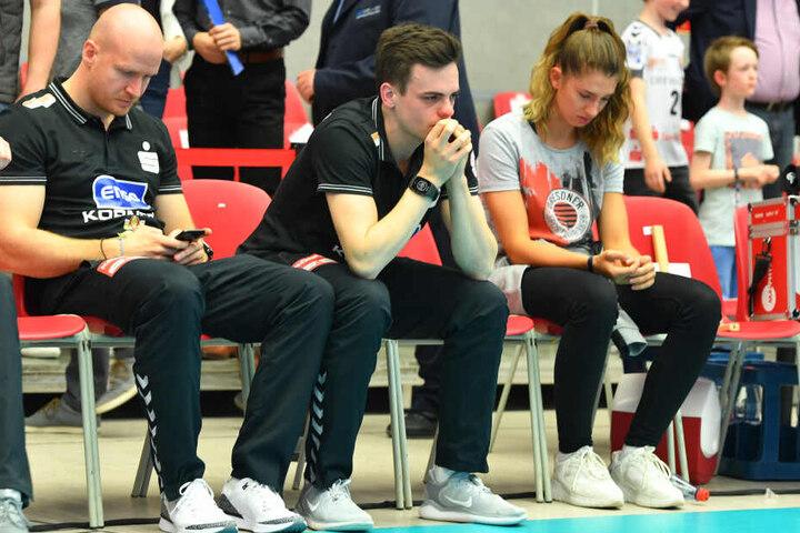 Nach dem letzten Spiel flossen auch bei Till Müller (Mitte) die Tränen.