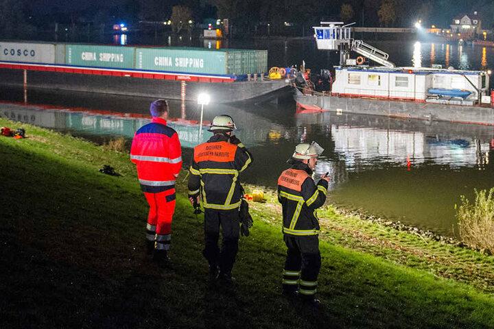 Laut der Feuerwehr besteht keine Hoffnung mehr, den Mann lebend zu finden.