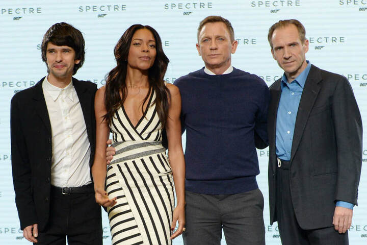 Daniel Craig mit den Schauspielern Ben Wishaw (l-r) , Naomi Harris und Ralph Fiennes.