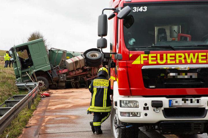 Der Lastwagenfahrer hatte Glück, er blieb unverletzt.