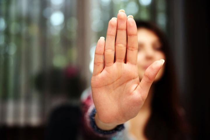Die Frau brauchte die 28-Jähre zum Schutz vor ihrem Verlobten zur Polizei. (Symbolbild)