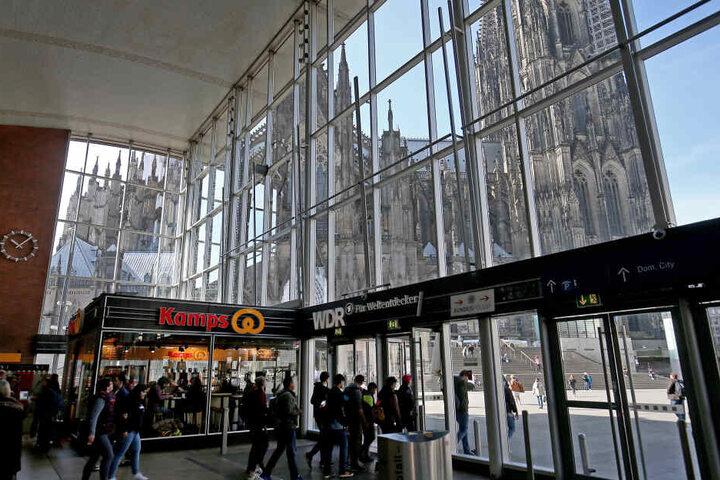 In der Vorhalle des Kölner Hauptbahnhofs ereignete sich am Freitag ein Diebstahl.