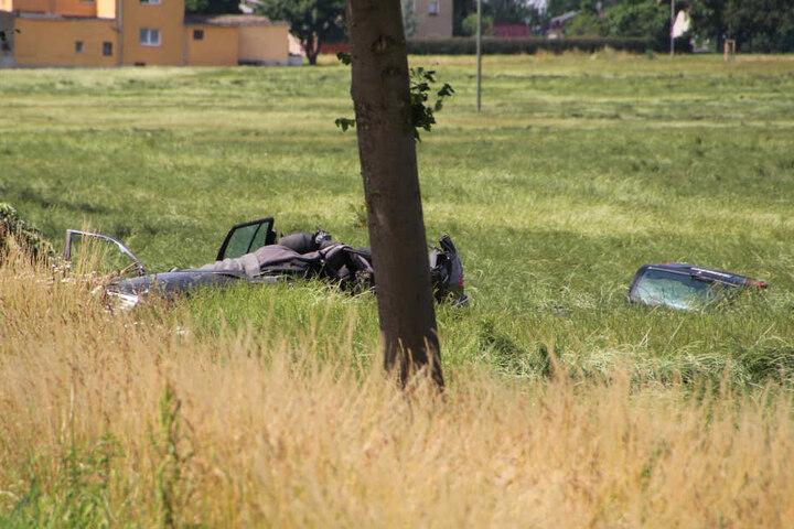 Die Fahrerin verstarb, ihre Tochter wurde ins Krankenhaus geflogen.