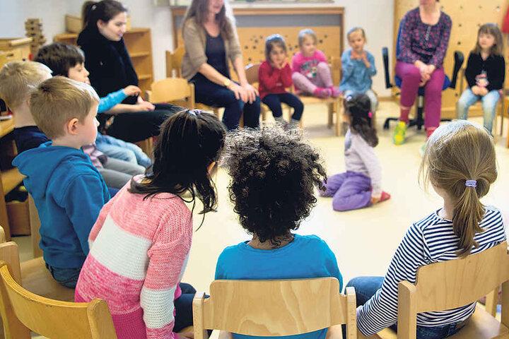 Chemnitzer Kitas sind überfüllt. Derzeit warten 460 Kinder auf einen  Betreuungsplatz.