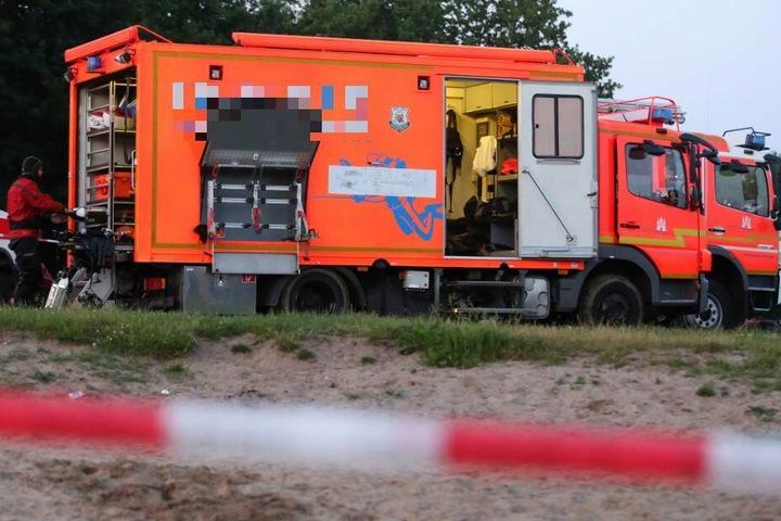 Nun bargen die Rettungskräfte eine Leiche aus dem Gewässer. (Symbolbild)