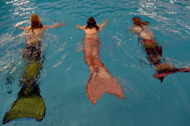 Schwimmen wie eine Meerjungfrau wird immer mehr zum Trend. (Symbolbild)