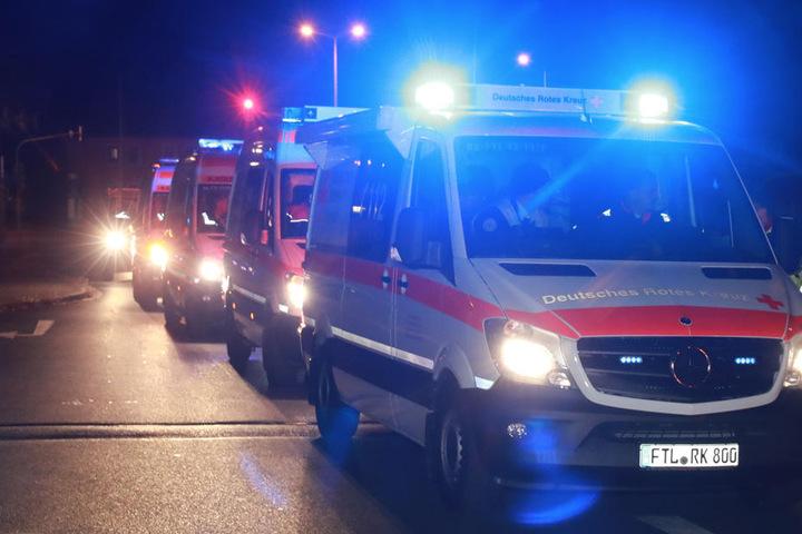 Dutzende Rettungskräfte sind vor Ort.