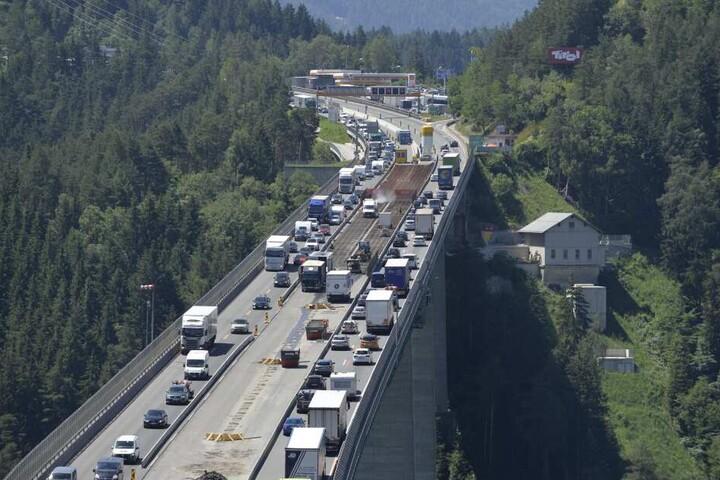 Die Fahrverbote in Tirol sollen am Wochenende ausgeweitet werden. (Archivbild)
