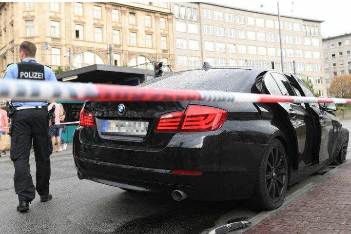 Mit diesem schwarzen BMW waren die Einbrecher zunächst geflüchtet.
