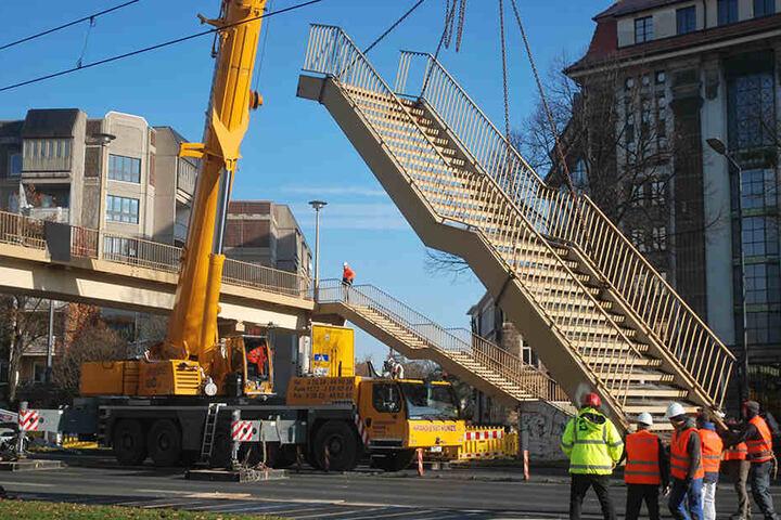 im kommenden Jahr soll dort eine Fußgänger-Ampel entstehen.