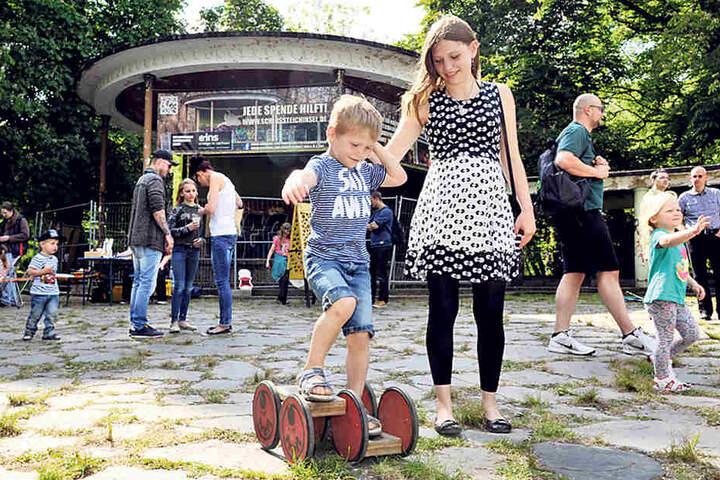 Mit einem Kinderfest auf der Schlossteichinsel zeigten Chemnitzer, wie  sie das Areal rund um den Pavillon beleben können.