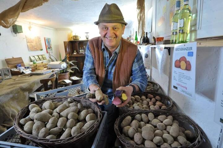 Bauer Ulrich Gündel (56) aus Rotschau fährt zur Grünen Woche und zeigt seine Urkartoffeln.