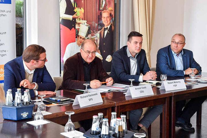 Auf dem Podium der DEHOGA saßen  Richard Kaniewski (32, li.), Arnold Vaatz (62, CDU), Robert Malorny (38, FDP)  und Jens Maier (55, rechts außen).