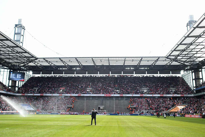 Bei einer Spielverlegung ins RheinEnergie-Stadion wäre der 1. FC Köln offiziell das Auswärtsteam.