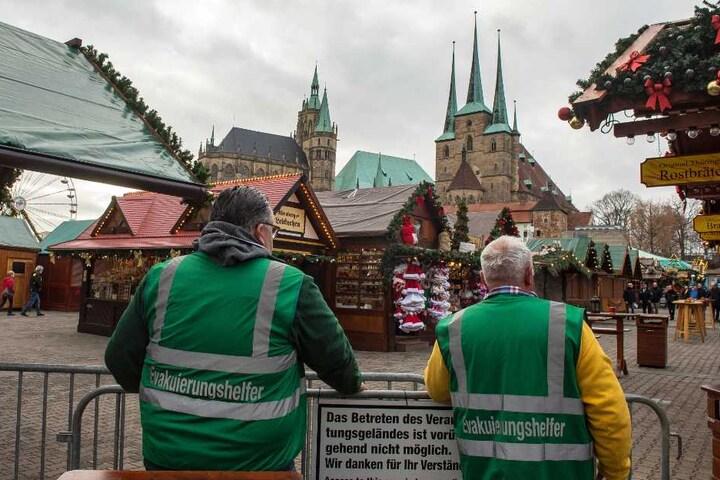 Der ganze Weihnachtsmarkt wurde bei der Übung gesperrt.
