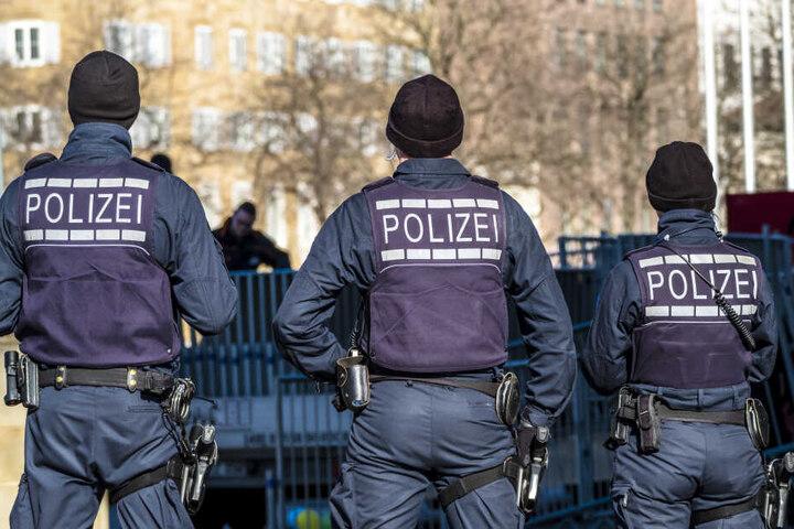 Die Polizei nahm drei junge Männer fest (Symbolbild).