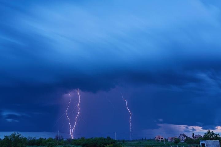In Ostsachsen werden Gewitter mit Unwetterpotenzial erwartet.