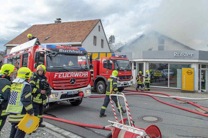 Die Feuerwehren aus Crottendorf und Umgebung sind bei dem Brand vor Ort.