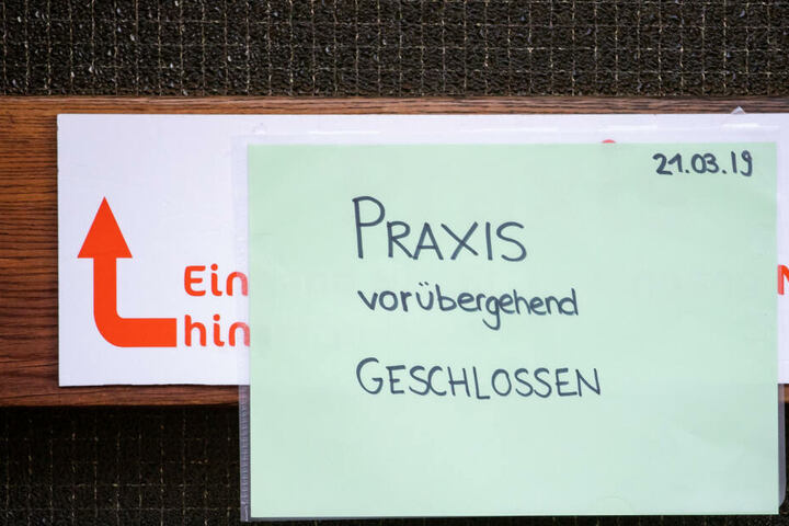 Das Foto zeigt den Eingang zur Logopädiepraxis des beschuldigten Sprachtherapeuten.