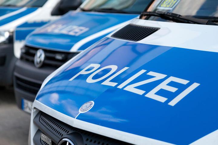 Die Polizisten verfolgten die illegalen Rennfahrer mit Blaulicht und Martinshorn. (Symbolbild)