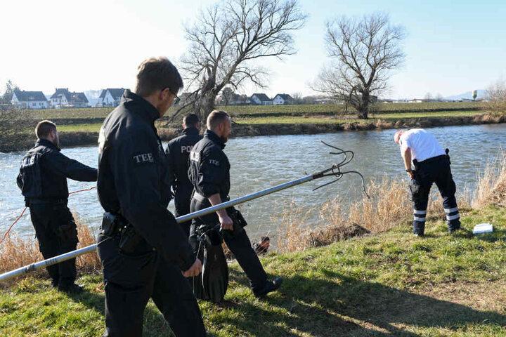 Einsatzkräfte bei einer Suchaktion kurz nach dem Verschwinden des Mädchens (Archivbild).